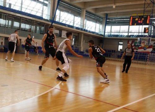 Koszykówka: Lider zbyt mocny